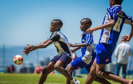 Kapstadt / Südafrika, 05.12.2016 Das Ziel der ersten klimaneutralen Handballturnierserie war es Jugendliche aus verschiedenen sozialen Schichten und mit unterschiedlichen kulturellen Hintergründen durch den Sport zusammenzubringen und gleichzeitig deren Bewusstsein für die Umwelt zu stärken. Insgesamt haben knapp 600 Kinder und Jugendliche im Alter zwischen 10 bis 16 Jahren an der PLAY HANDBALL Supercup Turnier-Serie […]