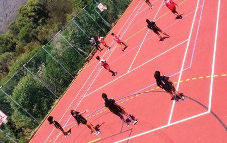 Kapstadt, 2018-02-14 Über 100 Kinder zeigten großen Einsatz auf dem Handballfeld bei warmen Temperaturen in Kapstadt. Am vergangenen Sonntag, den 11. Februar 2018 fand von 9 bis 16 Uhr das Handballturnier für Kindermannschaften U14 an der Deutschen Internationalen Schule in Kapstadt (DSK) statt. Das Turnier wurde vom deutschen PLAY-HANDBALL-Freiwilligen Matti Schubert aus Esslingen, der DSK […]