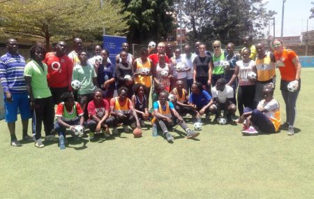 Looking for volunteers for a kick-off in Kenya Cape Town, 2017-02-14 Established already in South Africa and now also in Kenya: PLAY HANDBALL. Handball is well-known in Kenya and part of school sports in elementary-school, but many public schools lack knowledge about the sport, coaches and equipment. PLAY HANDBALL will help to close these gaps.
