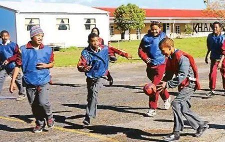 Link zum Artikel auf der NWZ ONLINE Im Juni 2012 begann Nicola Scholl ihre Arbeit in Kapstadt. Für kommendes Jahr plant die 32-Jährige Street-Handball-Events. KAPSTADT/OLDENBURGWenn Anfang nächsten Jahres in Oldenburg die Sportlerwahl 2013 stattfindet, haben die Handballfrauen des VfL die große Chance, den Titel zum bereits siebten Mal zu gewinnen. Von solchen Ehren sind die […]