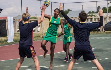 Link to article: Benoni City Times, publication 22-10-2018 The Play Handball Supercup came to Daveyton's Sinaba Stadium on October 20. It is the first handball and environmental tournament series in South Africa. Hosted by Play Handball ZA, teams competed in an u-14 mixed-team tournament as well as preformed various environmental tasks on the day.