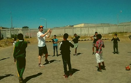 """The many affectionate encounters with impressive people (adults and kids) in the township are a great experience."" Daniel has been a volunteer at ""PLAY HANDBALL ZA"" in Cape Town, Lavender Hill, for one month. In the so-called Cape Flats he helps in four primary schools Levana, Hillwood, Zerilda Park and Prince George as a handball […]"
