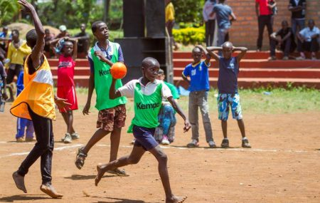 Play Handball Volunteer Programme extends to Kenya. Volunteers go abroad, gain valuable intercultural experiences and help at the same time with handball in another country. After having facilitated workshops and the first Super Cup in Kenya last year, Play Handball is happy to welcome the first German Volunteers in Kenya from September 2019. Play Handball […]